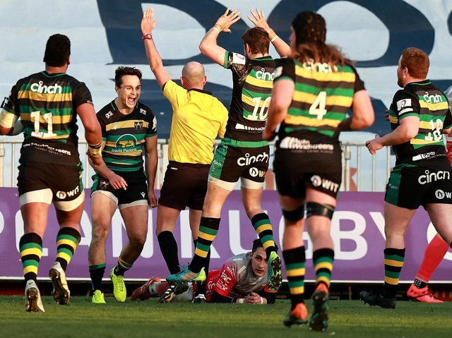 Tom Collins scored a dramatic winning try for Saints against the Dragons