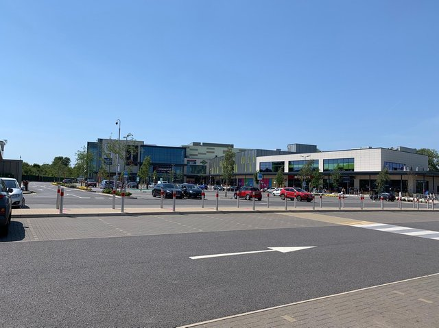 The leisure terrace at Rushden Lakes