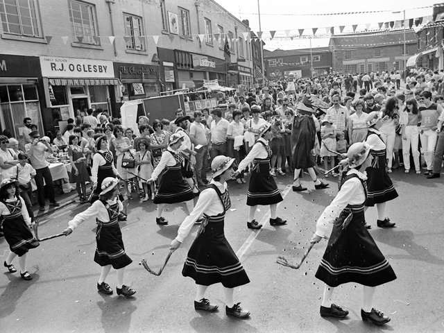 Dancers perform in The Jamb in 1982